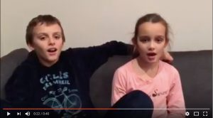 Louison et Arthur chantent Saint Nicolas