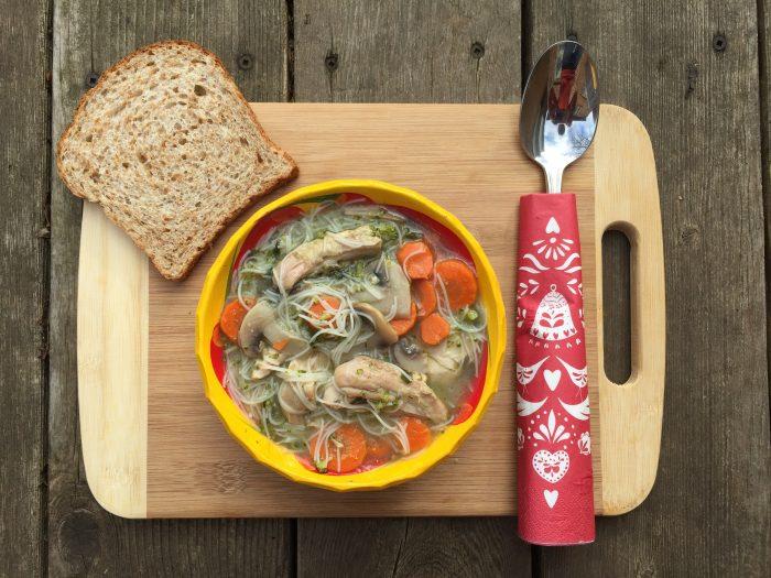 soupe complete avec legumes, proteines et cereales