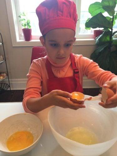 séparer le blanc du jaune d'oeuf pour la recette super boîte à lunch