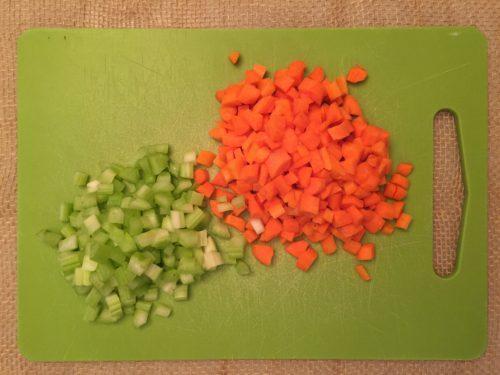 Carottes et céleris coupés en dés de super boîte à lunch