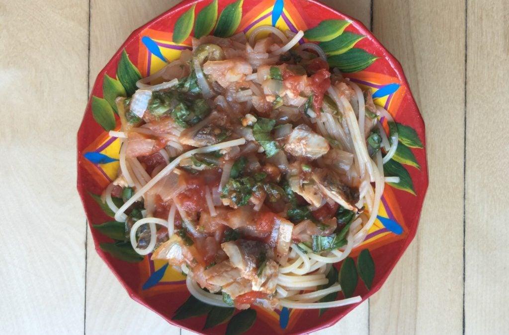 Les spaghetti à la tomates, épinards et sardines de Super Boîte à Lunch