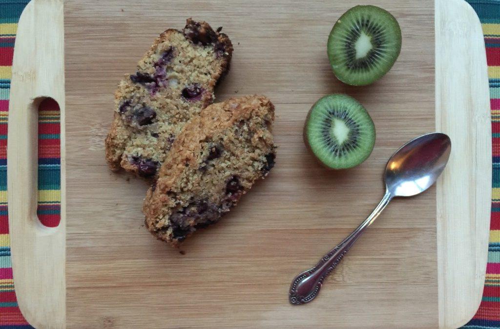 Petit-déjeuner santé : le cake aux bleuets et son de blé