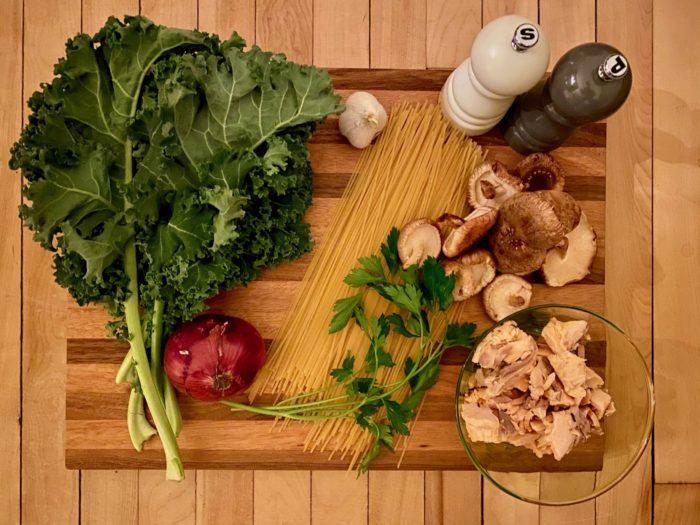 ingrédient pour la recette de spaghetti au kale et saumon