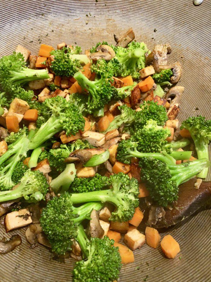 La cuisson des légumes au Wok de Super Boîte à Lunch