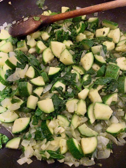 Cuisson des courgettes et des épinards par Super Boîte à Lunch
